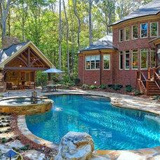 Traditional Pool by Loyd Builders, LLC