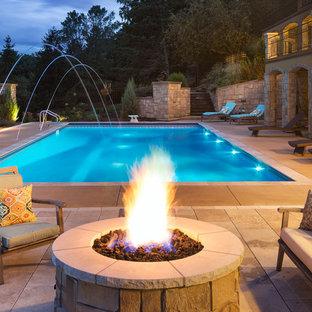 Imagen de piscinas y jacuzzis alargados, mediterráneos, grandes, rectangulares, en patio trasero, con adoquines de hormigón