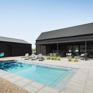 Idées déco pour une petit piscine moderne rectangle avec une cour et des pavés en béton.