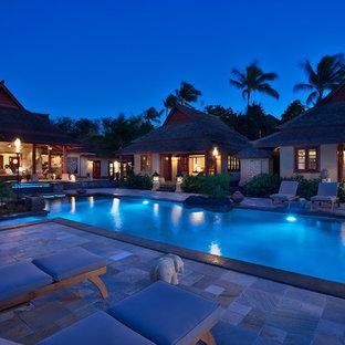 Ispirazione per una piscina a sfioro infinito etnica rettangolare di medie dimensioni e in cortile con una vasca idromassaggio e pavimentazioni in pietra naturale