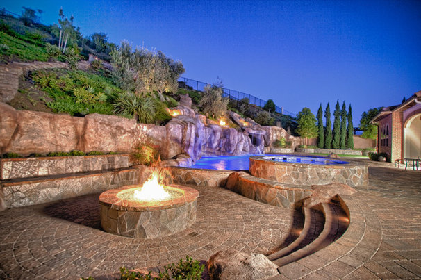 Traditional Pool by JD Design Photography