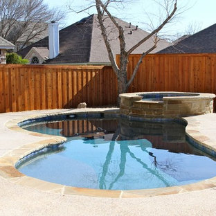 Mid-sized elegant backyard kidney-shaped and decomposed granite lap hot tub photo in Dallas