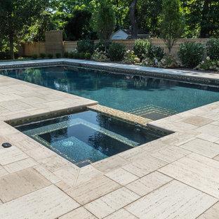 Imagen de piscina minimalista, de tamaño medio, rectangular y interior, con adoquines de ladrillo