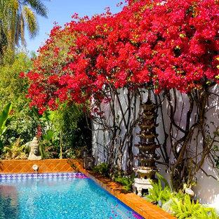 Diseño de piscina con fuente de estilo zen, pequeña, con adoquines de ladrillo