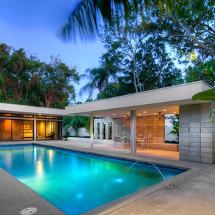 Minimalist courtyard concrete and rectangular pool fountain photo in Tampa