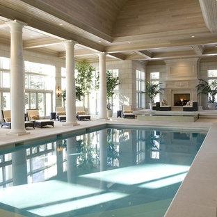 Diseño de piscina alargada, tradicional, grande, interior y rectangular, con suelo de baldosas