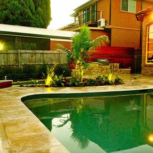 トロピカルスタイルのおしゃれなプールの写真