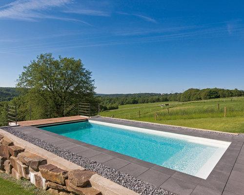 Rustikale outdoor gestaltung mit betonplatten ideen - Rechteckiger pool ...