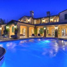 Traditional Pool by David Pedersen, Inc.