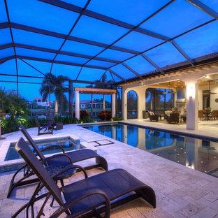 Ispirazione per una piscina coperta tradizionale