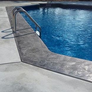 Ejemplo de piscina de estilo americano en patio trasero