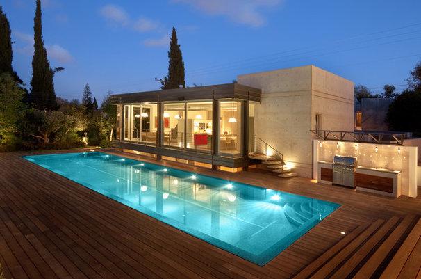 Modern Pool by Elad Gonen