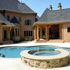 Traditional Pool by Grainda Builders, Inc.