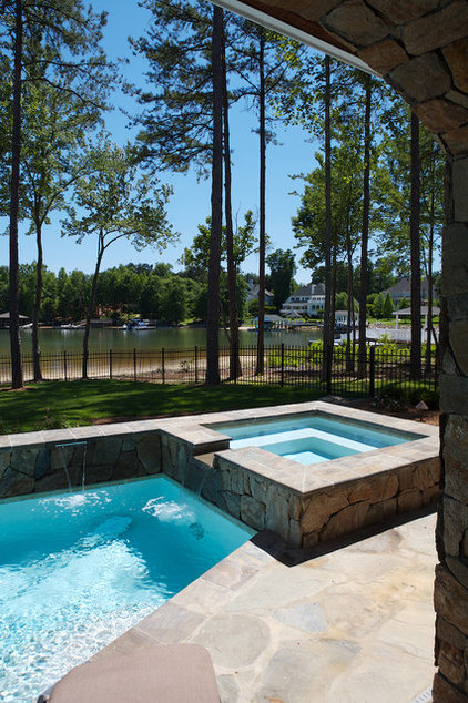 Modern Pool by Grainda Builders, Inc.