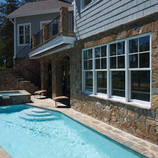 Modern Pool by Grainda Builders, Inc.