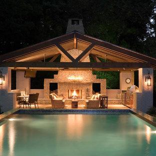 Ejemplo de casa de la piscina y piscina contemporánea, grande, rectangular, en patio trasero, con suelo de hormigón estampado