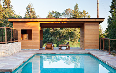 See a Fairway-Side Pool House That Goes With the Flow