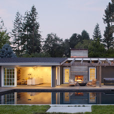 Contemporary Pool by Jetton Construction, Inc.