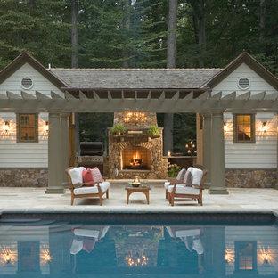 Неиссякаемый источник вдохновения для домашнего уюта: прямоугольный бассейн в классическом стиле с домиком у бассейна