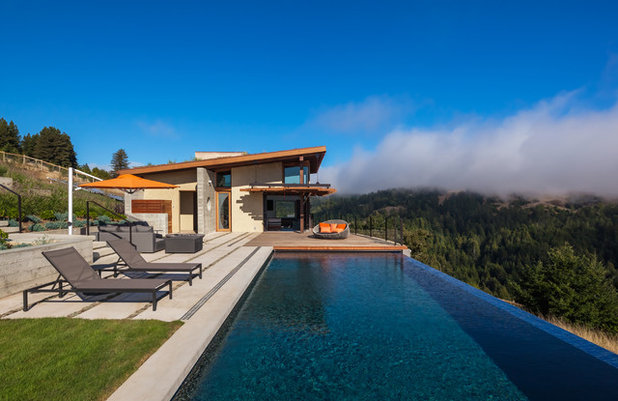 Modern Pools by Antonio Chaves
