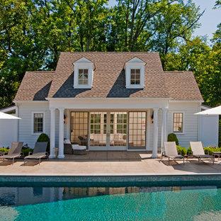 Imagen de casa de la piscina y piscina costera, rectangular, en patio trasero