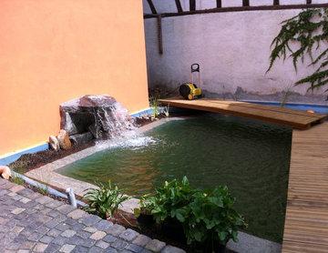 Pool im Hinterhof
