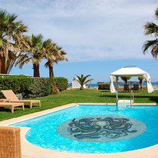 Imagen de casa de la piscina y piscina natural, minimalista, pequeña, a medida, en patio trasero