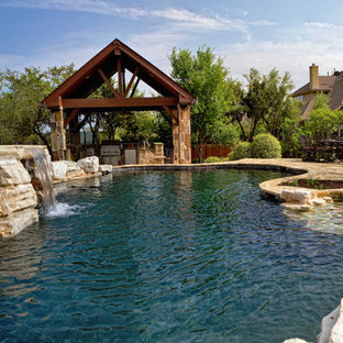 Pool Waterfall & Outdoor Kitchen