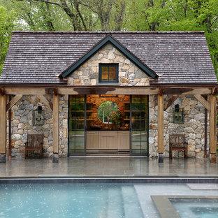 Ejemplo de casa de la piscina y piscina rural, de tamaño medio, rectangular