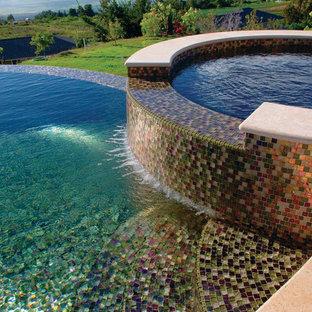 Moderner Infinity-Pool in Orange County