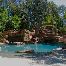 Contemporary Pool by David Pedersen, Inc.