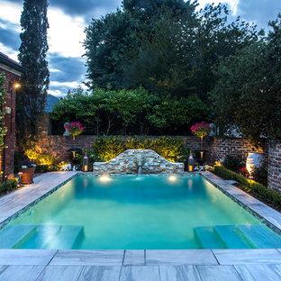 Ejemplo de piscina con fuente alargada, clásica renovada, pequeña, rectangular, en patio, con adoquines de hormigón