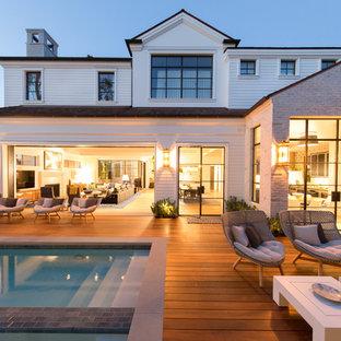Idee per una piscina country rettangolare dietro casa con una vasca idromassaggio e pedane