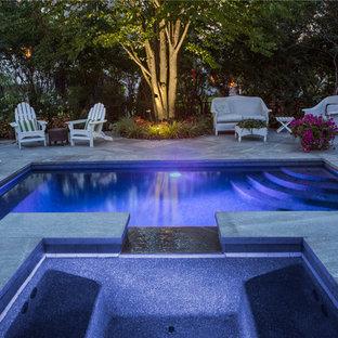 Modelo de piscinas y jacuzzis alargados, tradicionales, pequeños, rectangulares, en patio lateral, con adoquines de piedra natural