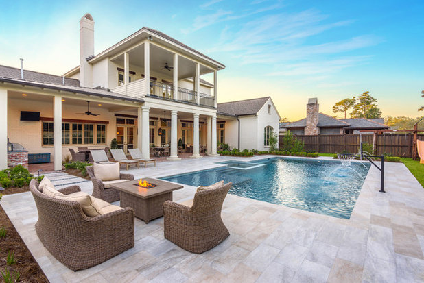 Traditional Pool by William R. Powell, A.I.A. Architect, LLC