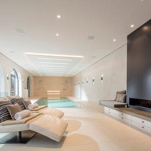 Foto de piscina infinita, contemporánea, de tamaño medio, rectangular y interior, con suelo de baldosas