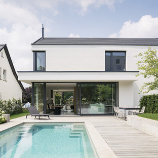 Design ideas for a scandinavian rectangular pool in Stuttgart with natural stone pavers.