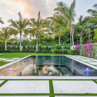 Modelo de piscinas y jacuzzis alargados, actuales, de tamaño medio, rectangulares, en patio trasero