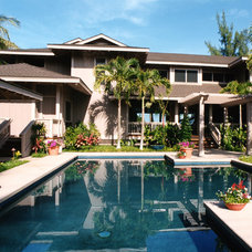 Tropical Pool by Dinmore & Cisco Architects, Inc.
