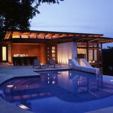 Contemporary Pool by Quantum Windows & Doors, Inc.