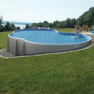 Ejemplo de piscina elevada, clásica, de tamaño medio, a medida, en patio trasero