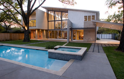 Houzz Tour: Modern Design Merges With Hindu Heritage in Houston