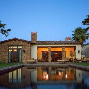 ロサンゼルスの地中海スタイルのおしゃれなプールハウスの写真