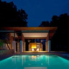 Modern Pool by McInturff Architects
