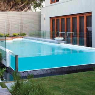 Diseño de piscina elevada contemporánea