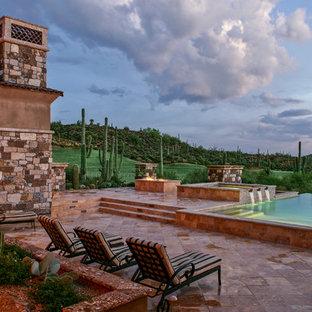 Imagen de piscina con fuente infinita, de estilo americano, redondeada