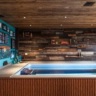 Ejemplo de piscina alargada, rural, pequeña, interior y rectangular, con entablado