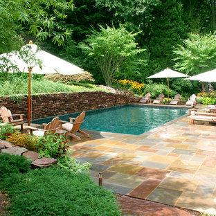 Exemple d'une piscine chic rectangle.