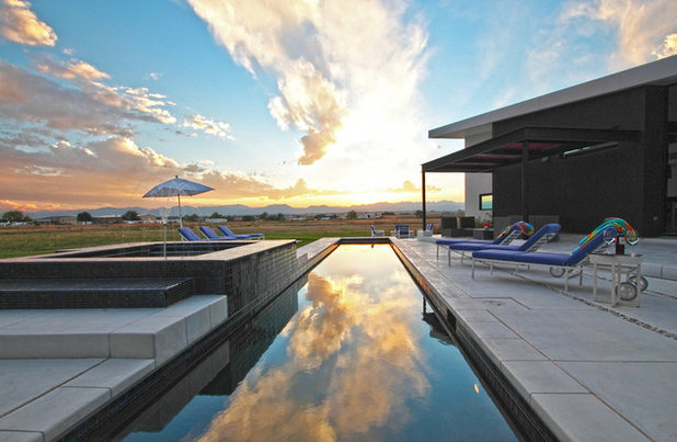 Modern Pool by R DESIGN  Landscape Architecture  P.C.