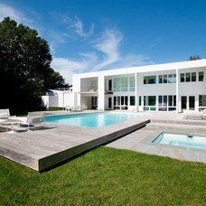 Modern Pool by Barry Block Landscape Design & Contracting, Inc.